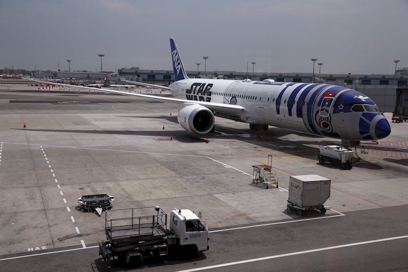 Star Wars ANA Boeing 787 Landing at Changi Airport